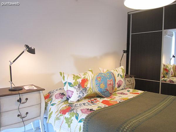 Suite. Equipado con cama matrimonial, TV con cable y aire acondicionador.<br><br>Ofrece acceso al balc�n terraza y vistas hacia el entorno de barrios residenciales.