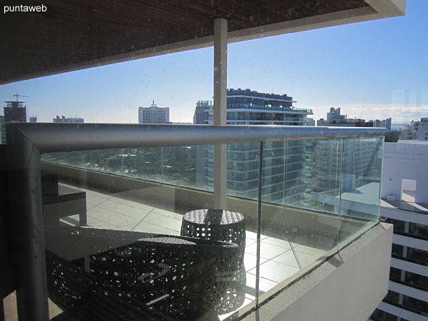 Acceso al balc�n terraza desde la suite.