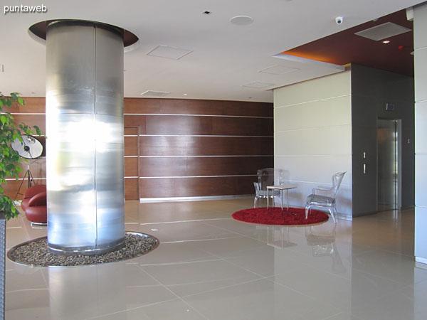 Ambientes de estar en el lobby del edificio.