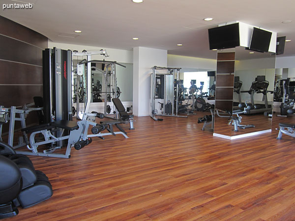 Gym. Located on the north side and east side.<br><br>Equipped with next&ndash;generation systems, tapes, stationary bikes, weight systems and chair massage.