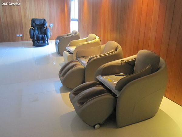 Room dry sauna, wet sauna.<br><br>In the picture, massage chairs and relaxation.