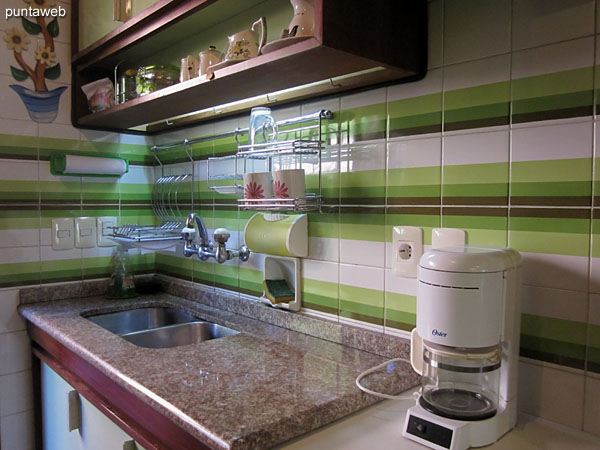 Detail of countertop in lapacho wood in the kitchen.<br><br>On this side the microwave oven is arranged.