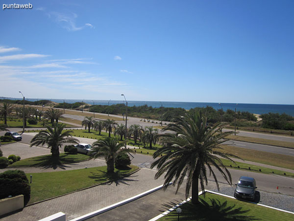 Facade of the building facing south, front view of the sea over the Atlantic Ocean, Brava beach.<br><br>It receives sun during the morning.