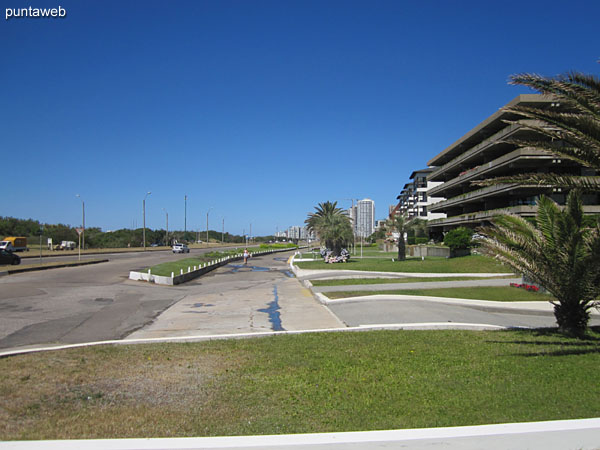 Surroundings in front of the building.