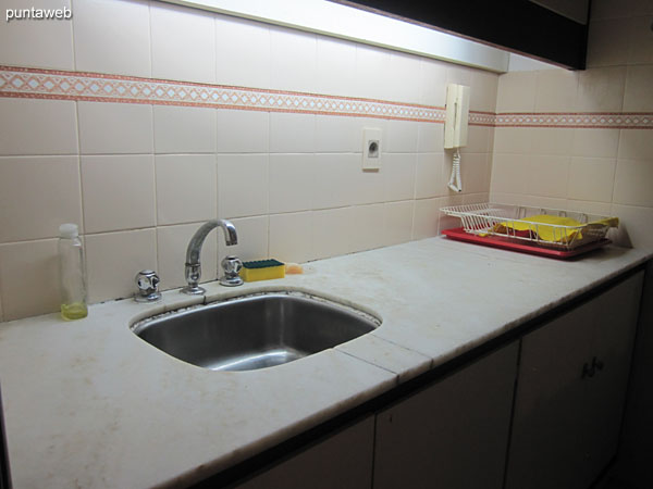 Kitchen, interior. Account with allowance with simple bacha.