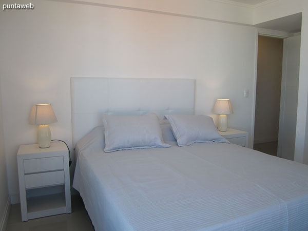 Suite room. Matrimonial bed. Equipped with cable TV and air conditioning.