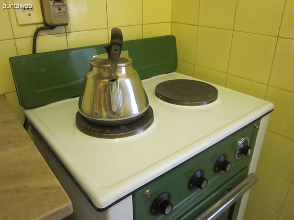 Inside kitchen. Equipped with single bacha countertop, furniture and shelves under and over.<br><br>Electric cooker with two burners, microwave oven and refrigerator with freezer.