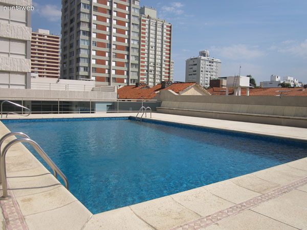General view of the outdoor pool.