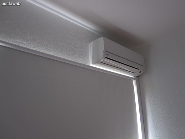 The environment has two air conditioners towards the north and south ends of the environment.