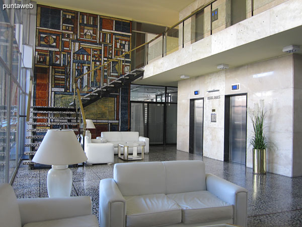 Lobby, generates views onto 31st Street. Developed on two levels with access to reading room and TV room.