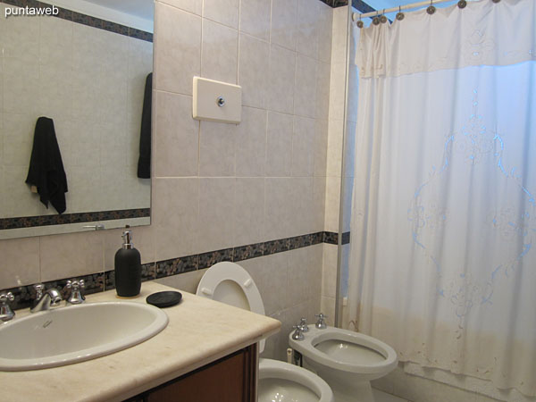 Ensuite bathroom. Exterior, equipped with shower, bathtub and shower curtain.
