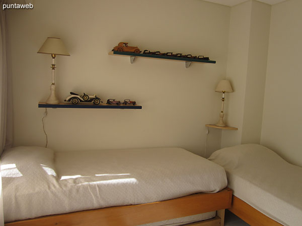 Second bedroom. Equipped with two single beds and an additional grill with a single mattress.