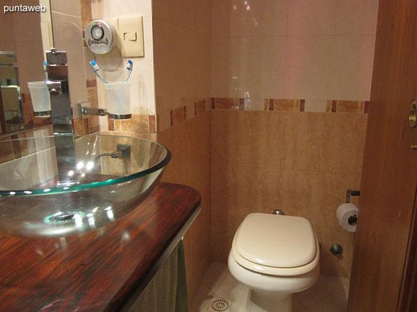 Detalle de ducha y mampara de ba�o en el segundo ba�o.