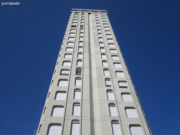Fachada del edificio. Lateral norte y frente.