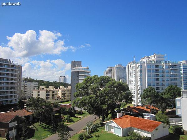 Vista hacia la playa Brava desde el balcón terraza del apartamento.