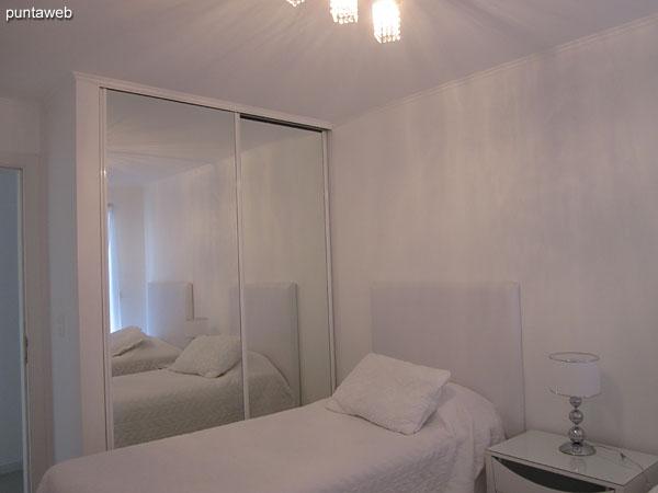 Segundo dormitorio. Acondicionado con dos camas individuales tipo sommier.