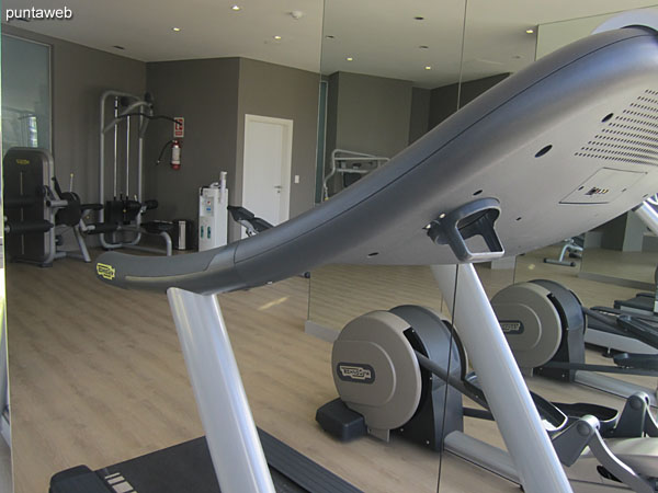 Overview of the gym.