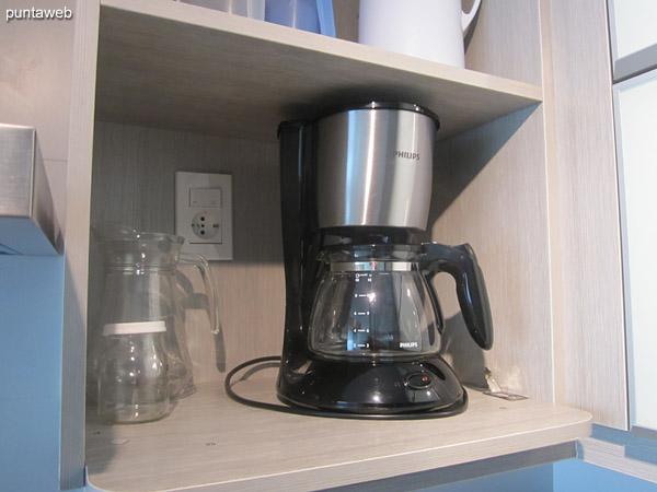 Cafetera, boiler y tostadora.