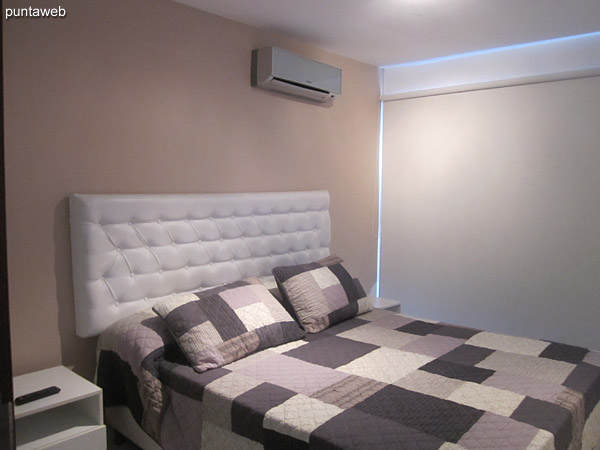 Bedroom. Equipped with air conditioning, TV with cable. Provides access to the terrace balcony of the apartment.