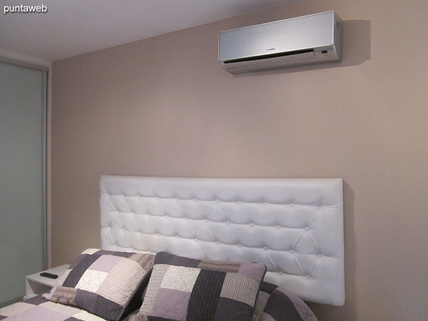 Air conditioning in the bedroom.
