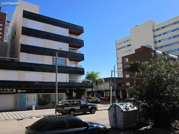 View to the corner of Av. Gorlero and 17th Street from the entrance to the building.