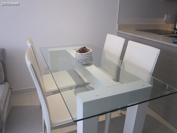 Dining table in glass with four chairs.