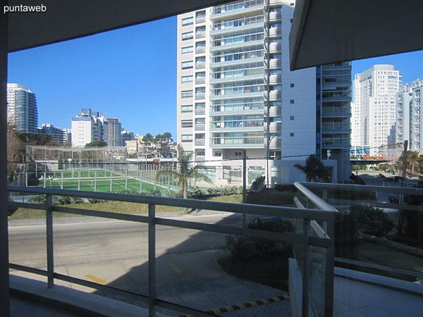 Vista hacia el lateral sobre la Av. Pedragosa Sierra desde la segunda suite.