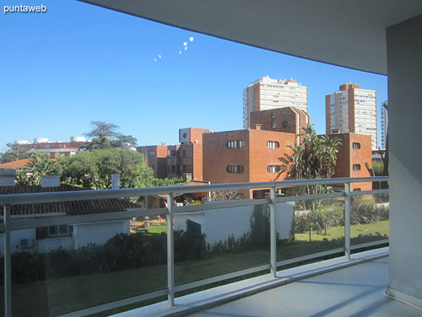 Vista hacia el frente de la planta desde la ventana de la segunda suite.