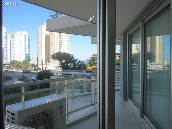 Vista hacia el frente del edificio desde la ventana de la suite principal.