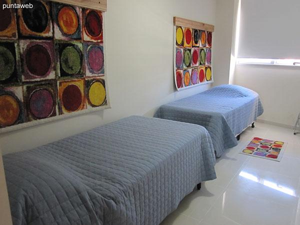 Tercera suite. Equipada con dos camas individuales.