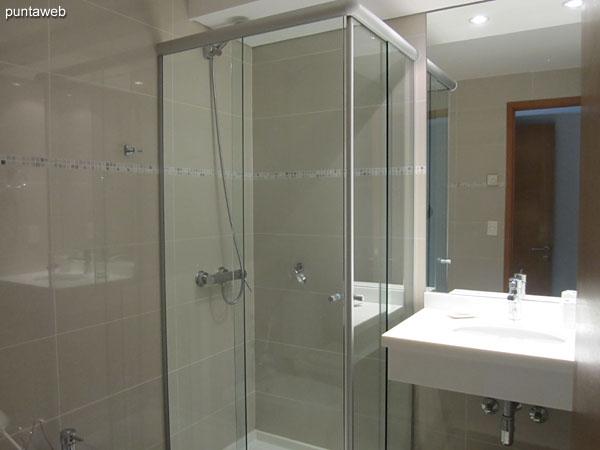 Ba�o de la tercera suite. Equipado con ducha y mampara de ba�o.