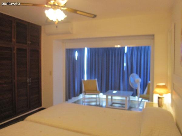 Vista de la suite hacia el espacio de estar hacia el lateral norte.