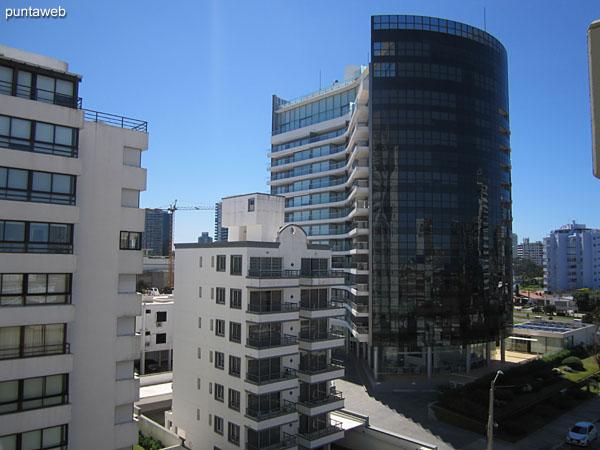 Vista hacia el lateral norte, entorno de edificios, desde la ventana del segundo dormitorio.