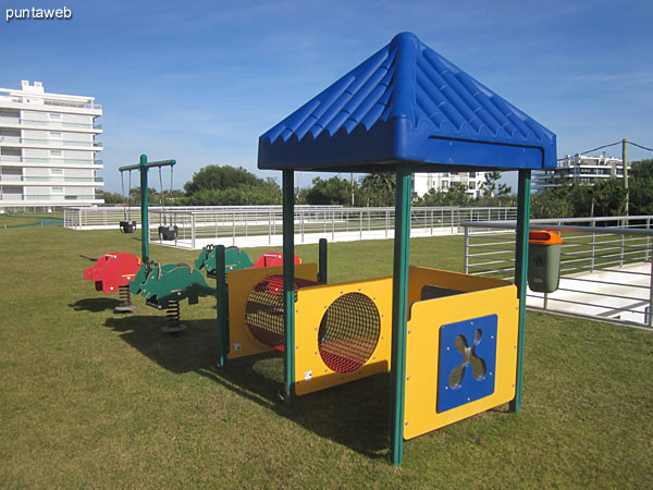 Space for kids in the garden of the complex. Conditioning with several games.