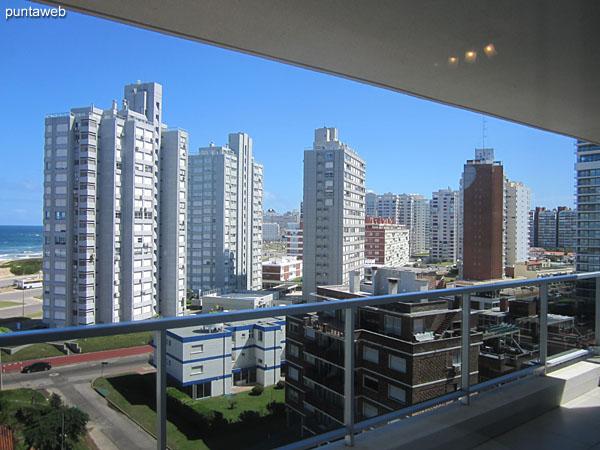 Vista hacia el sur sobre entorno de edificios.