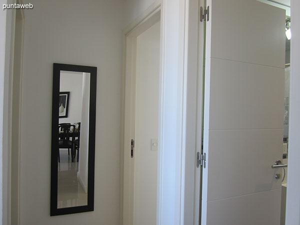 Pasillo de acceso a los dormitorios y al segundo baño.