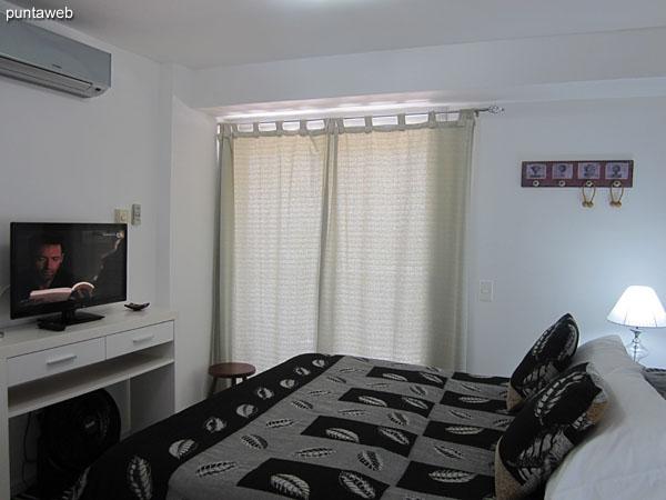 Aire acondicionado y TV cable en la suite.