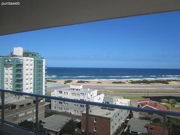 Vista al mar y playa Brava desde la ventana de la suite.