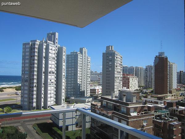 Vista al entorno de edificios de la zona desde la ventana de la suite.