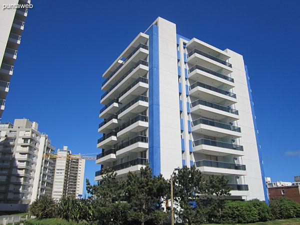 Arenas del Mar I está situado a 100 metros de la playa Brava en la zona del barrio La Pastora.