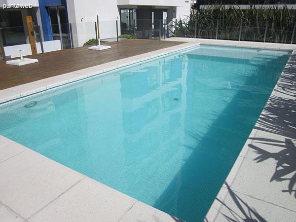 Arenas del Mar has two outdoor pools.