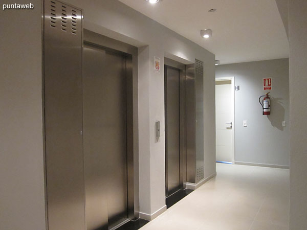 Pallier de acceso al apartamento.