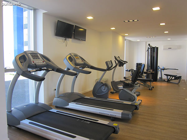 Gym located on the ground floor. Equipped with ribbons, stationary bicycles and weight equipment.