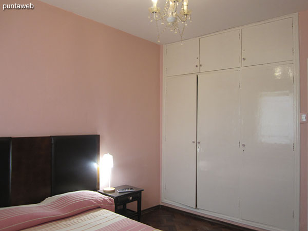 Bedroom. Located towards the front of the plant. It has a double bed, air conditioner and TV with cable.<br><br>Large wardrobe / closet in wood.