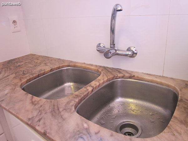 Countertop with double sink in stainless steel.