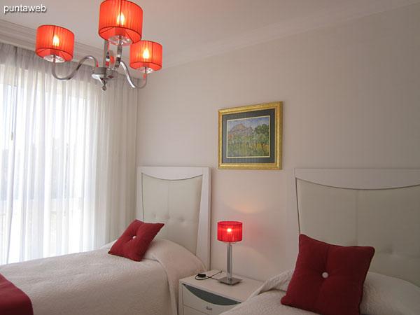 Segunda suite, situada hacia el contrafrente. Equipada con dos camas individuales, TV cable y aire acondicionado.