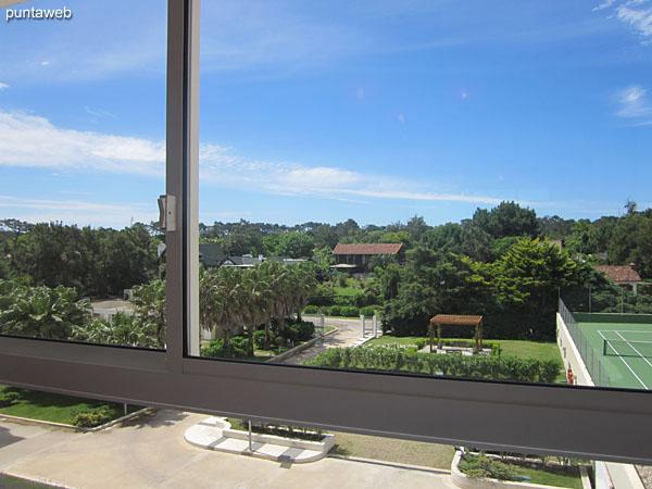 Vista hacia el contrafrente desde la ventana de la segunda suite.