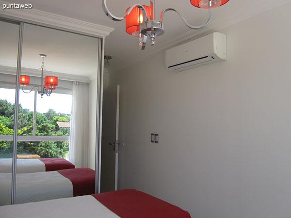 La segunda suite cuenta con aire acondicionado.