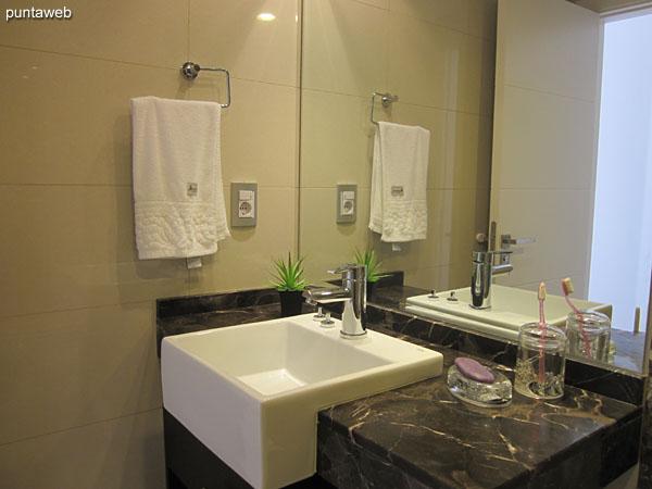 Ba�o de la segunda suite. Interior, equipado con ducha y mampara de ba�o.