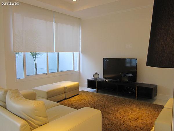Sala de TV en el lobby del edificio.